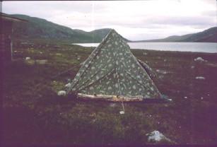 Iglu 25A teltta Tierbmesjavrin tuvan vieressä 3.7.1984