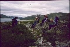 Kalervo, Eero, Benjam, isä (Benjamin takana) ja Mika Tierbmesjärven pohjoisrannalla 4.7.1984