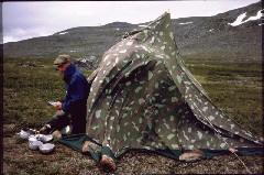 Teltta tuulessa Jollanoaivin kupeella, aamulla 5.7.1984