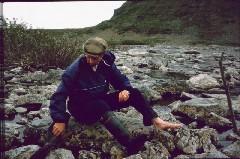 Vesi pois saappaista Vuomakasjoen ylityksen jälkeen 6.7.1984
