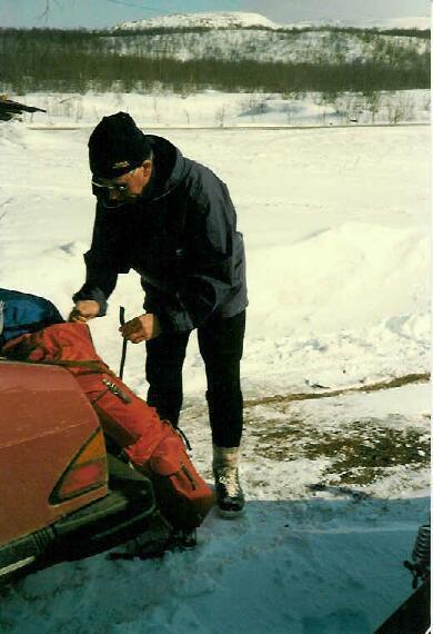 Isä valmistautuu lähtöön 10.4.1986