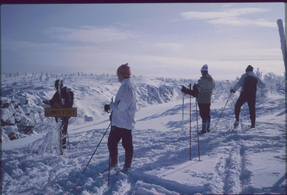 Isä, Anne, Martti ja Eero Harripään Kulmakurulla 14.3.1985