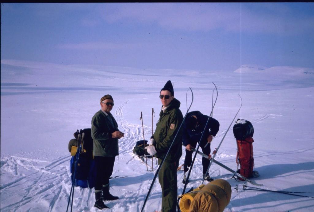 Eero, Pertti ja isä Kuonjarvarrin rinteillä 14.4.1984