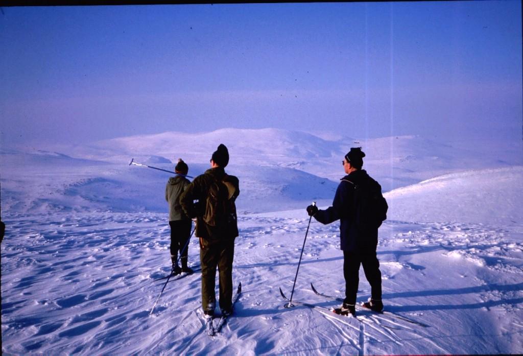 Kahperusvaarojen pohjoishuipulta näkymä Haltille päin 14.4.1984