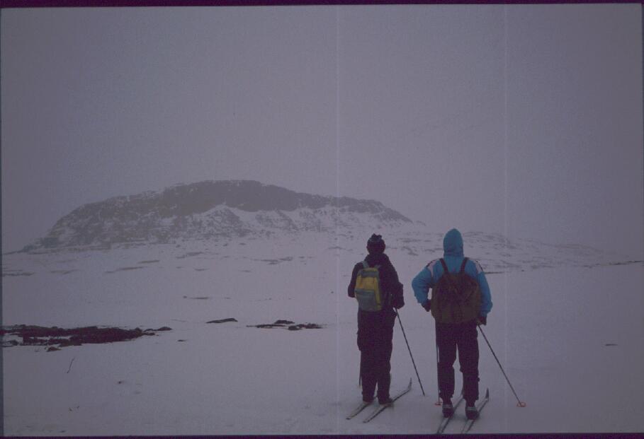 Isä ja Eino lähestymässä Saivaaraa 29.4.1989