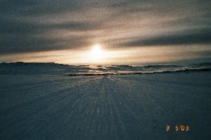 Saarijärven tupa Tsoahpejavri jäältä aamulla 3.5.2003