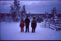Lapset Kaunispään Allirinteessä 17.2.2003