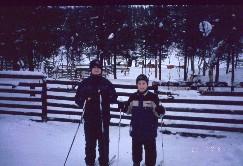 Mikko ja Pekko hiihtämässä 18.2.2003