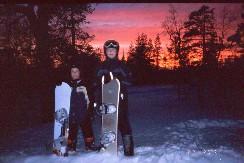 Mikko ja Pekko palaamassa rinteestä majapaikkaan 20.2.2003
