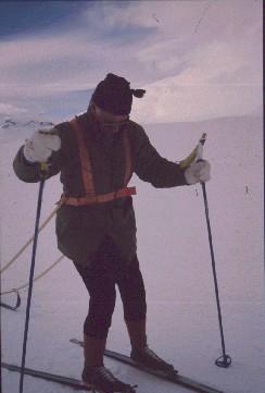 Isä matkalla Saarijärvelle, taustalla pilkottaa Saana 12.4.1990
