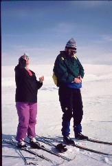 Kaarina ja Kalervo Somaksen entisen tuvan kohdalla 19.4.1993