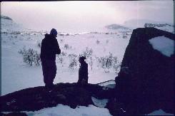 Kaarina, isä ja Kalervo Reikämaalla 20.4.1993