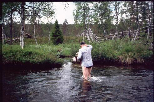Jaurujoen yli Peuraselän tuvan kohdalla 14.7.1994