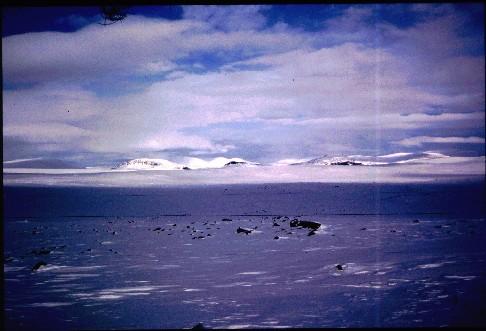 Porojärveltä kohti Terbmistä, kuva luoteeseen 6.4.1995