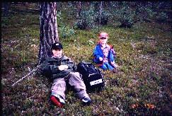 Mikko ja Pekko Iisakkipään rinteillä 27.7.1999
