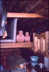 Mikko ja Pekko Kivipään tuvassa 28.7.1999