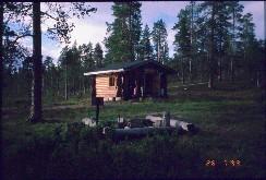 Kivipään tupa ilta-auringossa 28.7.1999