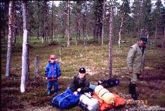 Pekko, Mikko ja isä poroaidalla Kulasjoen lähellä 30.7.1999