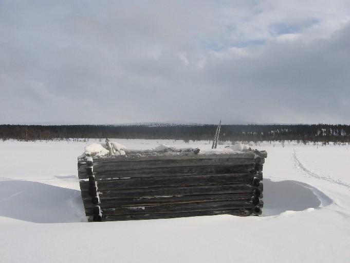 Lato jängällä Rautuojan ja Puolitaipaleen välillä, taustalla Outtakka 19.3.2007