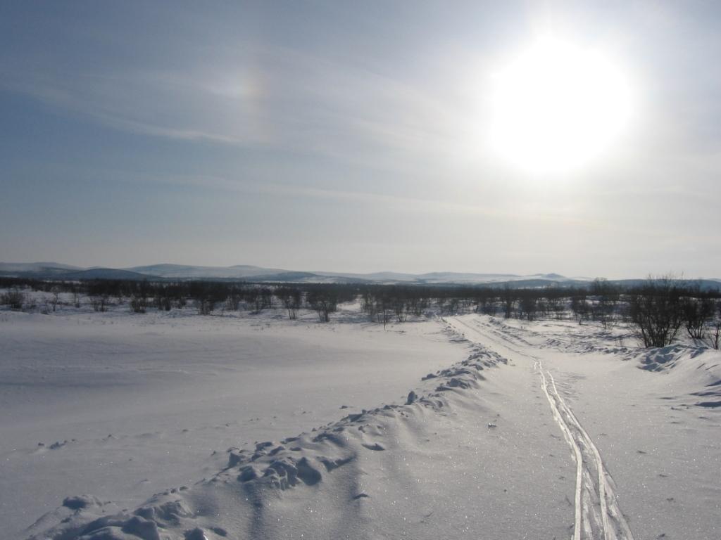 Oadakkielas , Oadatcohkka ja Vudnjoscohkka pohjoisesta 10.3.2009