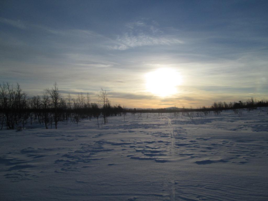 Kohti Sallivaaraa, lähestyn Naukusjänkää 26.3.2014